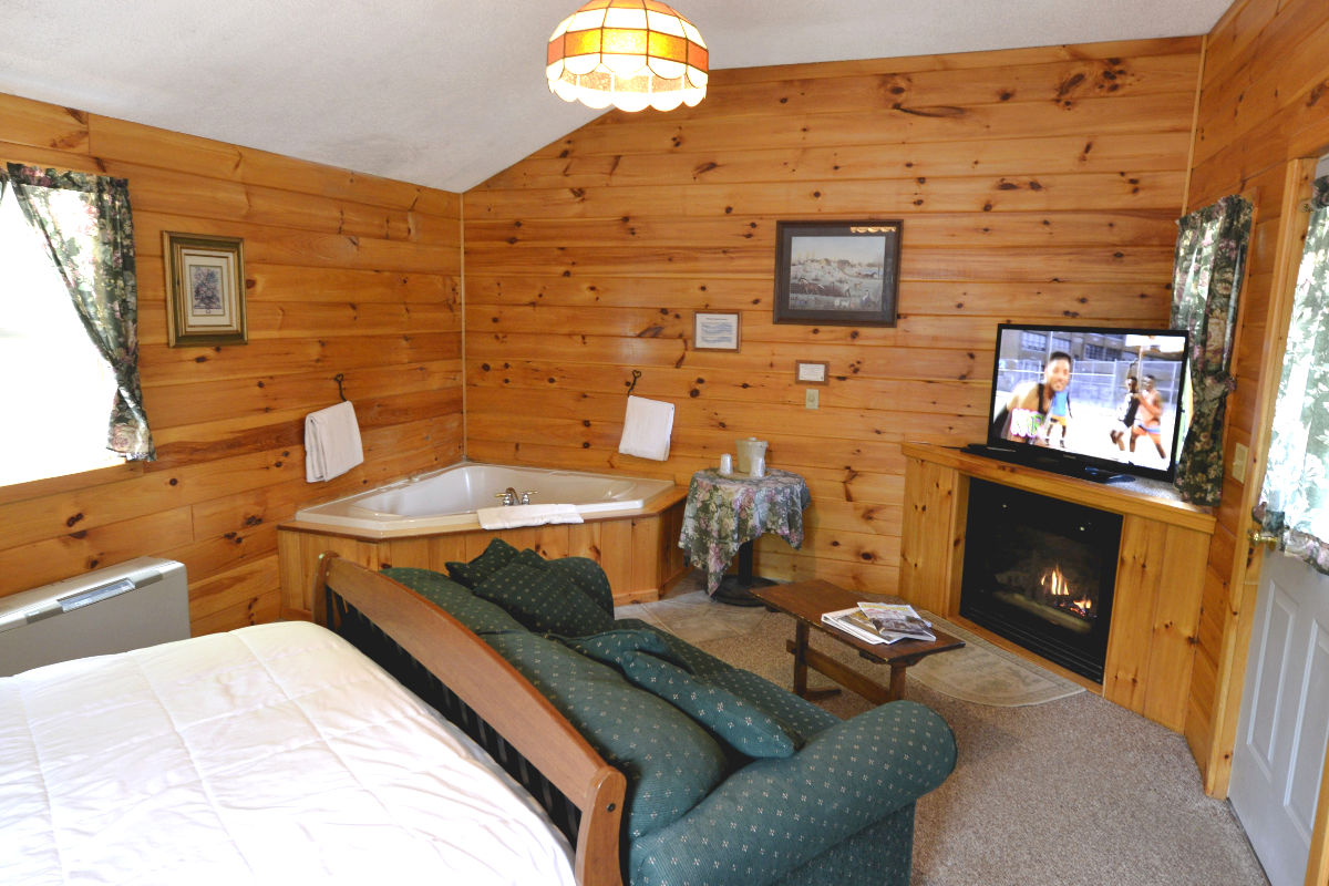 Jacuzzi Woodland Cottages - Adult Only