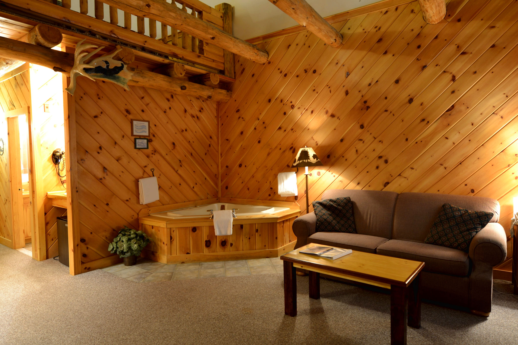 Jacuzzi Lodge Loft Suites - Adult Only